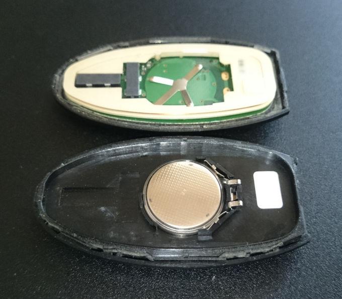 インテリジェントキーの電池を交換する